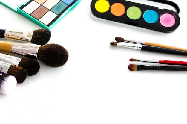 Collection de palettes d'outils de beauté. vue de dessus Photo Premium