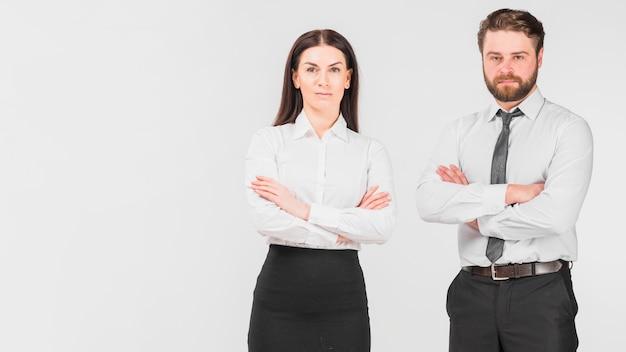 Collègues Femme Et Homme Debout Confiant Photo gratuit