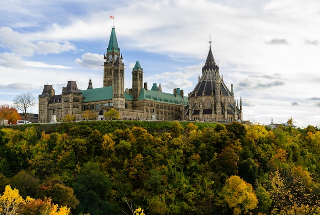Colline du parlement en automne, ottawa, canada Photo Premium