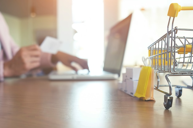 Commerce Push Ecommerce Store Cart Supermarché Photo gratuit