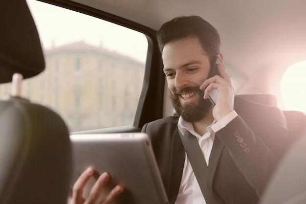 Communication d'affaires sur le chemin Photo Premium