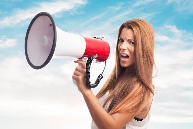 Communiquer les gens fille annonce publique Photo gratuit