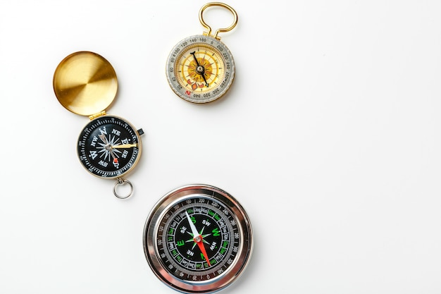 Compas métallique isolé sur fond blanc Photo Premium