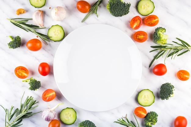 Composition alimentaire colorée avec des ingrédients sains Photo gratuit