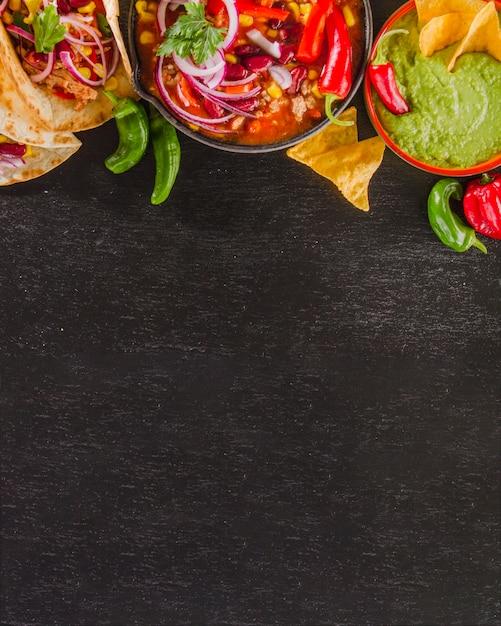 Composition alimentaire mexicaine avec espace inférieur Photo gratuit