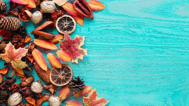 Composition de l'automne de produits biologiques sur fond en bois Photo gratuit
