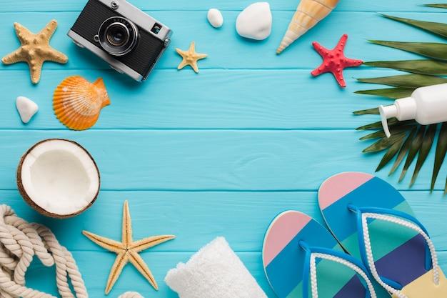 Composition de bord de mer plat poser avec espace de copie Photo gratuit