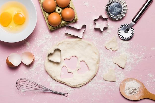 Composition de boulangerie avec de la pâte Photo gratuit