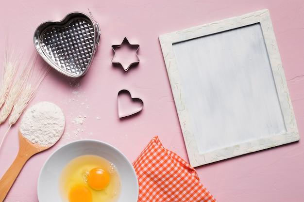 Composition de boulangerie à plat avec cadre Photo gratuit