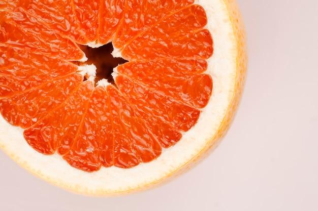 Composition de délicieux pamplemousse mûr Photo gratuit