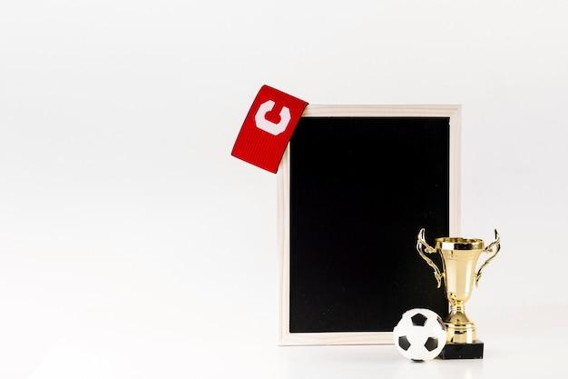 Composition de football avec ardoise penchée Photo gratuit