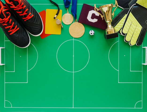Composition de football avec divers éléments Photo gratuit