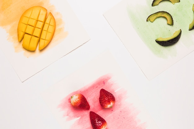 Composition De Fruits Sur Surface Aquarelle Colorée Photo gratuit
