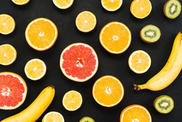 Composition de fruits tropicaux multicolores Photo gratuit
