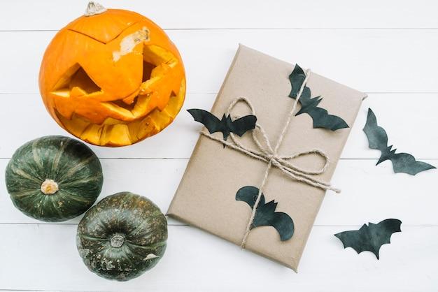 Composition d'halloween avec des chauves-souris Photo gratuit