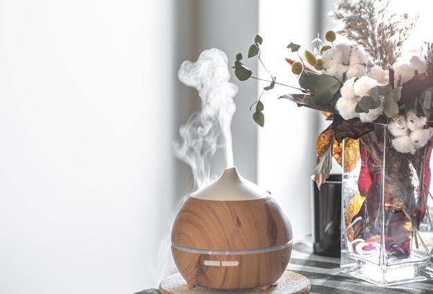 Composition Avec Humidificateur D'air Et Fleurs Dans Un Vase. Concept De Soins De Santé. Photo gratuit
