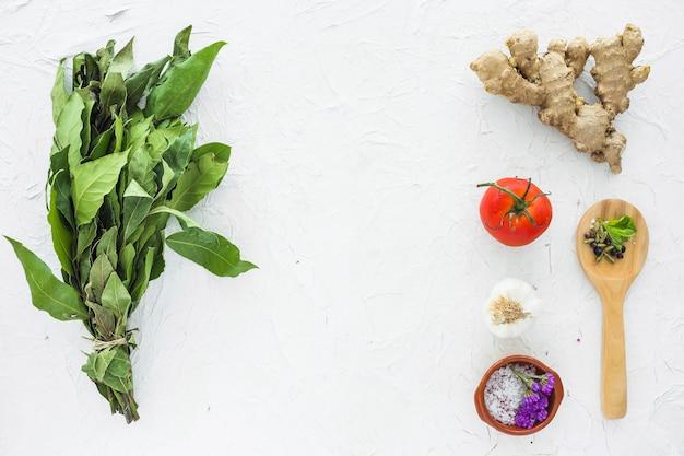 Composition d'ingrédients modernes Photo gratuit