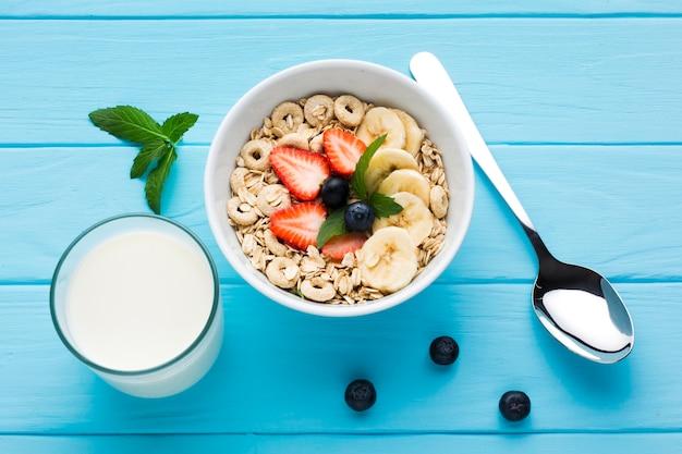 Composition laïque d'une table de petit déjeuner savoureuse Photo gratuit