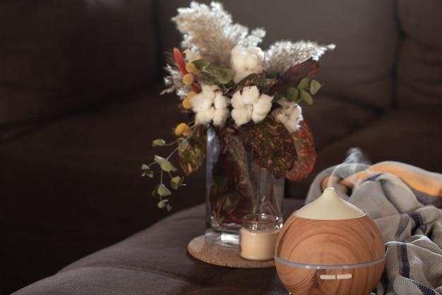 Composition Avec Lampe à Diffuseur D'huile Aromatique Et Détails De Décoration. Concept D'aromathérapie Et De Soins De Santé. Photo gratuit