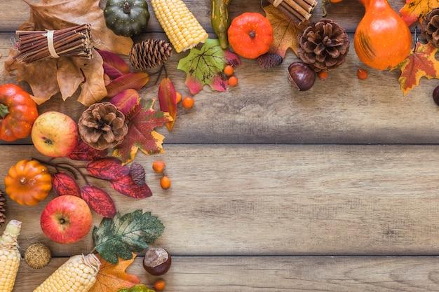 Composition de légumes et feuillage Photo gratuit