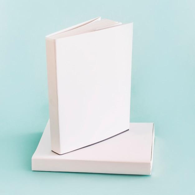 Composition de livres blancs Photo gratuit