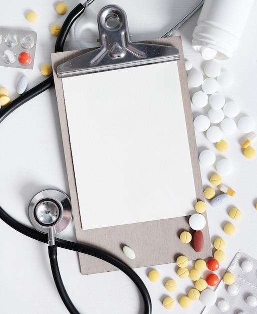 Composition Médicale Avec Des Pilules Photo gratuit