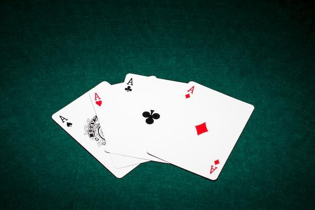 Composition moderne des cartes de poker Photo gratuit