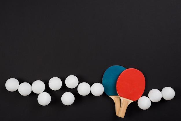 Composition moderne d'équipement de ping-pong Photo gratuit