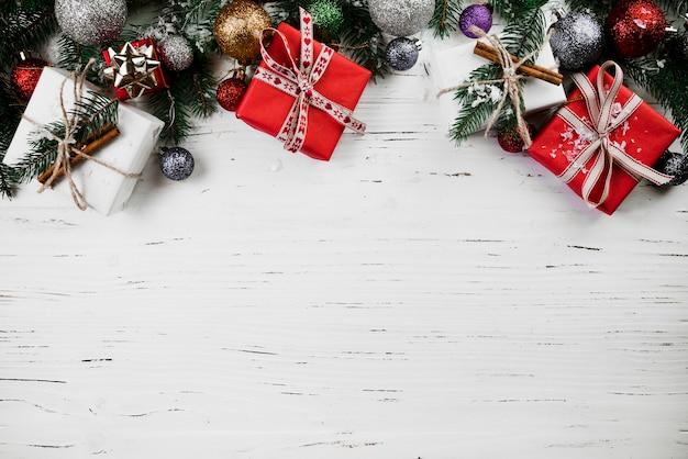 Composition de noël de coffrets cadeaux Photo gratuit