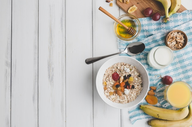 Composition de nourriture de petit déjeuner Photo gratuit