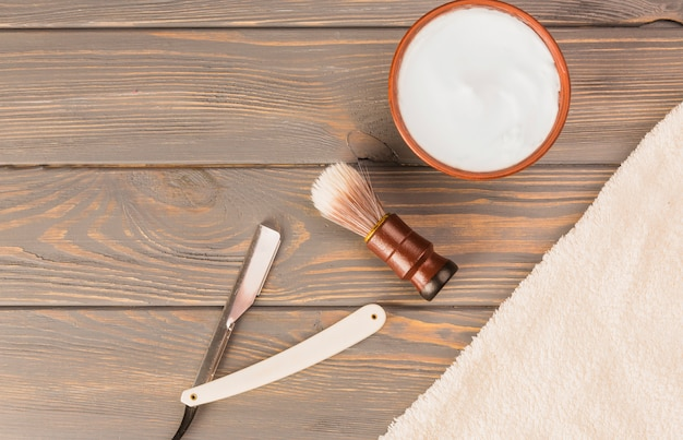 Composition à plat des objets de rasage Photo gratuit