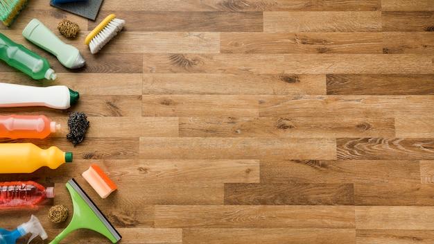 Composition à plat des produits de nettoyage avec fond Photo gratuit