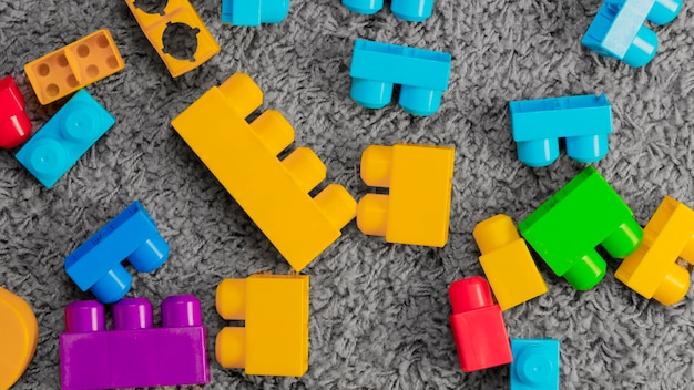 Composition plate de jouets Photo gratuit