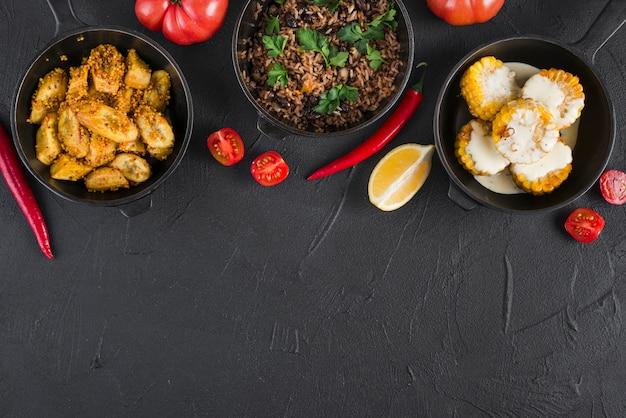 Composition de plats mexicains plat laïques avec fond Photo gratuit
