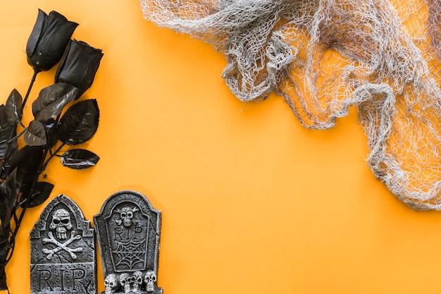 Composition pour halloween avec des roses noires et noires Photo gratuit