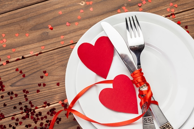 Composition De Saint Valentin Sur Une Table En Bois Photo Premium