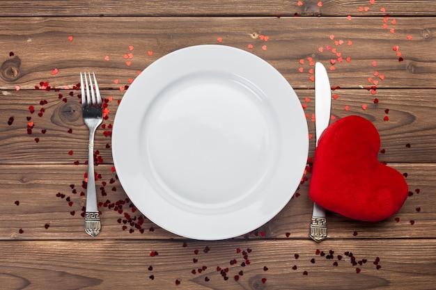 Composition De La Saint-valentin Sur Table En Bois Photo Premium