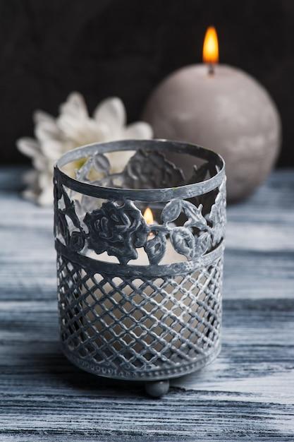 Composition de spa avec des bougies allumées Photo Premium