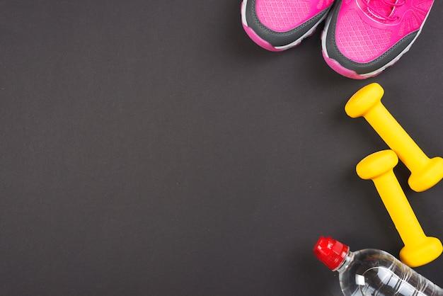 Composition de sport coloré avec des éléments de gym Photo gratuit