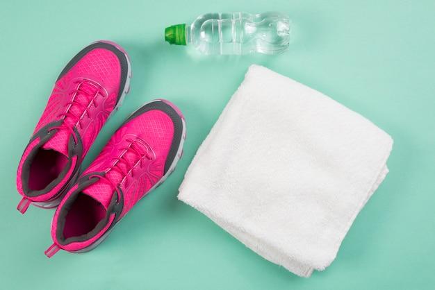 Composition de sport moderne avec des éléments de gym Photo gratuit