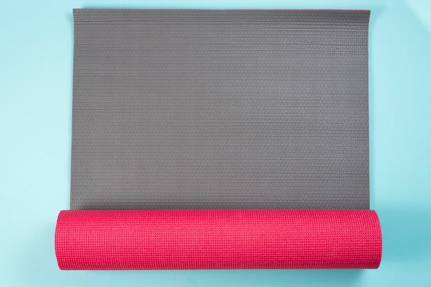 Composition de sport moderne avec tapis de gymnastique Photo gratuit