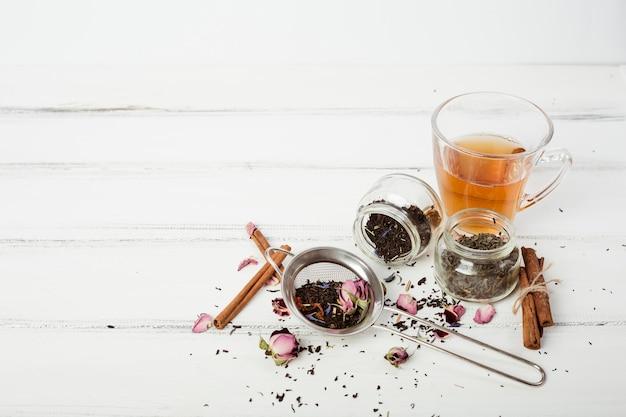 Composition de thé avec fond Photo gratuit