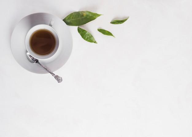 Composition de thé à plat avec fond Photo gratuit