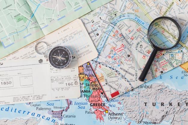 Composition de voyage avec billets Photo gratuit