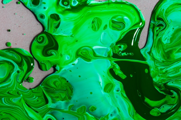 Composition de la vue de dessus avec de la peinture verte Photo gratuit