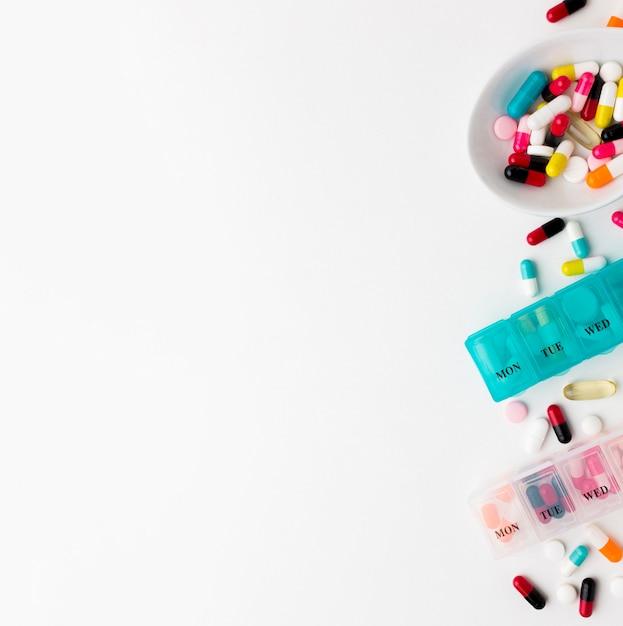 Comprimés Espace Copie Avec Des Pilules Sur Le Bureau Photo gratuit