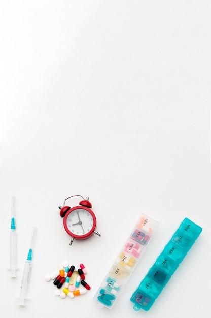 Comprimés Espace Copie Avec Pilules Et Horloge Photo gratuit