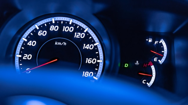 Compteur kilométrique de compteur de voiture numérique Photo Premium