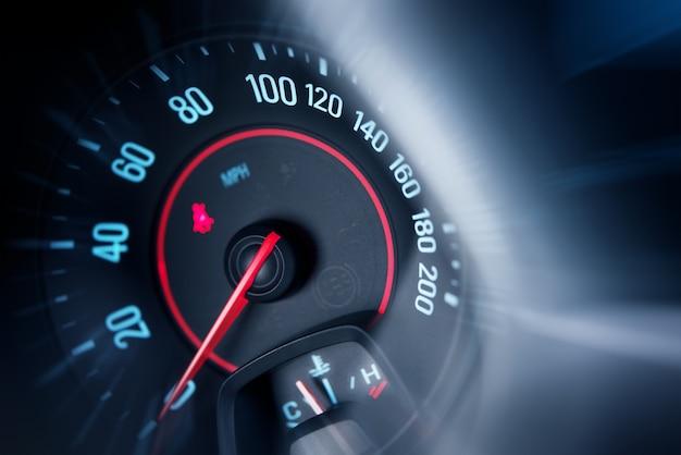 Compteur de vitesse de voiture Photo gratuit