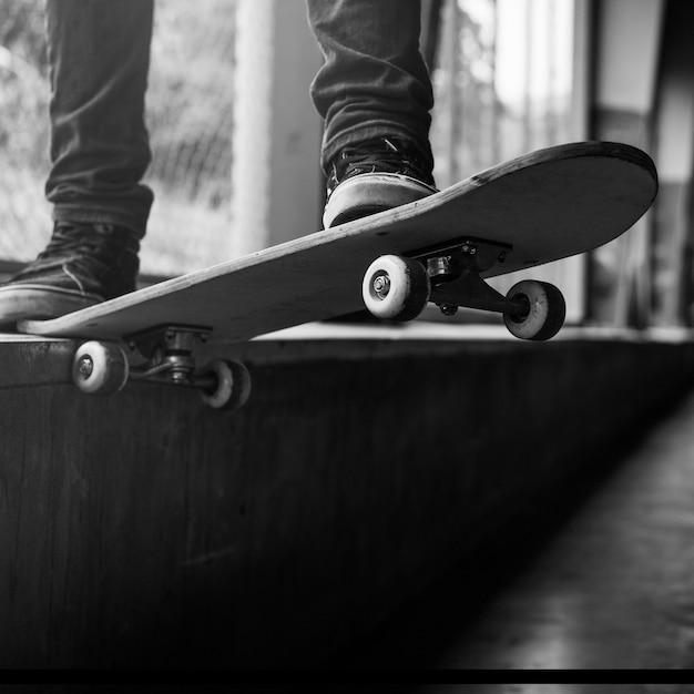 Concept d'activité récréative skateboard extreme sport skater park Photo gratuit